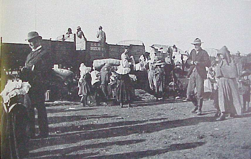 Boer families transported to camp in open freight cars