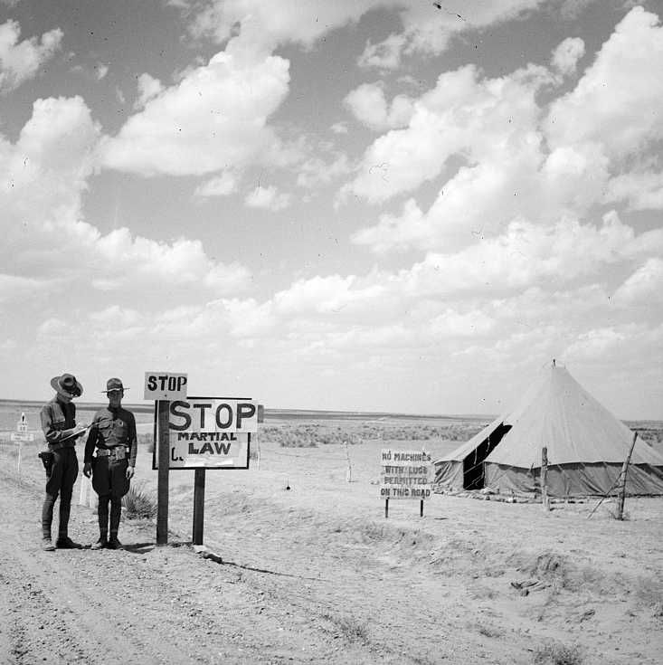 Martial law on Colorado border stops migratory laborers Photo: Arthur Rothstein